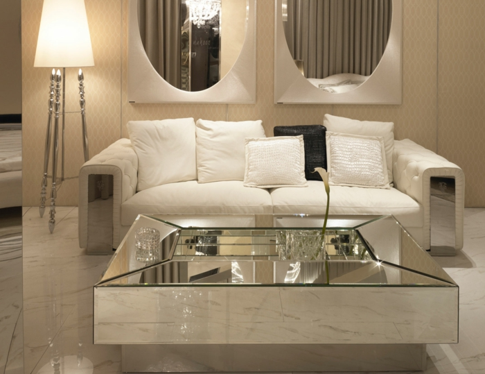 table-carrée-salle-de-séjour-luxueuse-en-beige