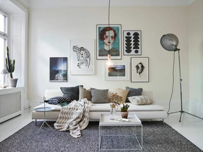 table-carrée-scandinave-intérieur-blanc-et-peintures-artistiques