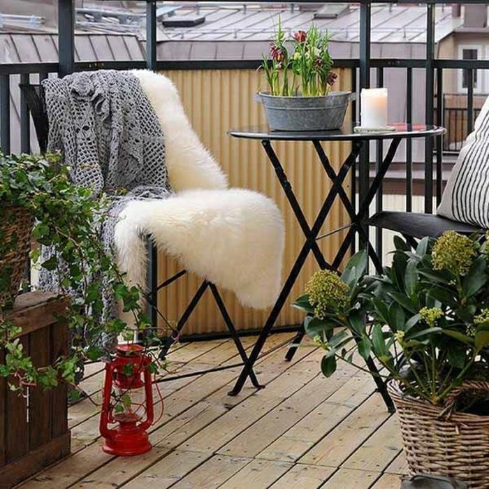 table-pliante-en-fer-pour-le-jardin-table-en-fer-noir-sol-en-plancher-terrasse
