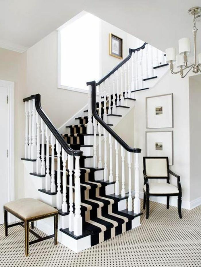 tapis-d-escalier-a-rayures-blanc-noir-rampe-d-escalier-en-bois-blanc-tapis-a-rayures