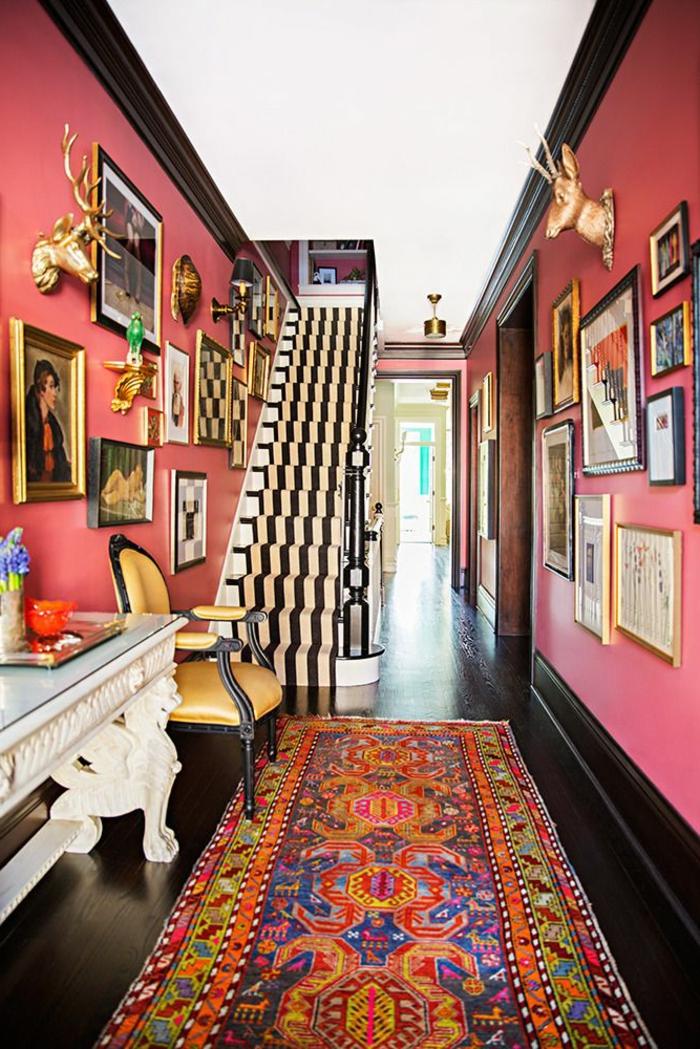 tapis-d-escalier-pas-cher-coloré-tapis-coloré-sol-en-parquet-massif-de-couleur-marron-foncé