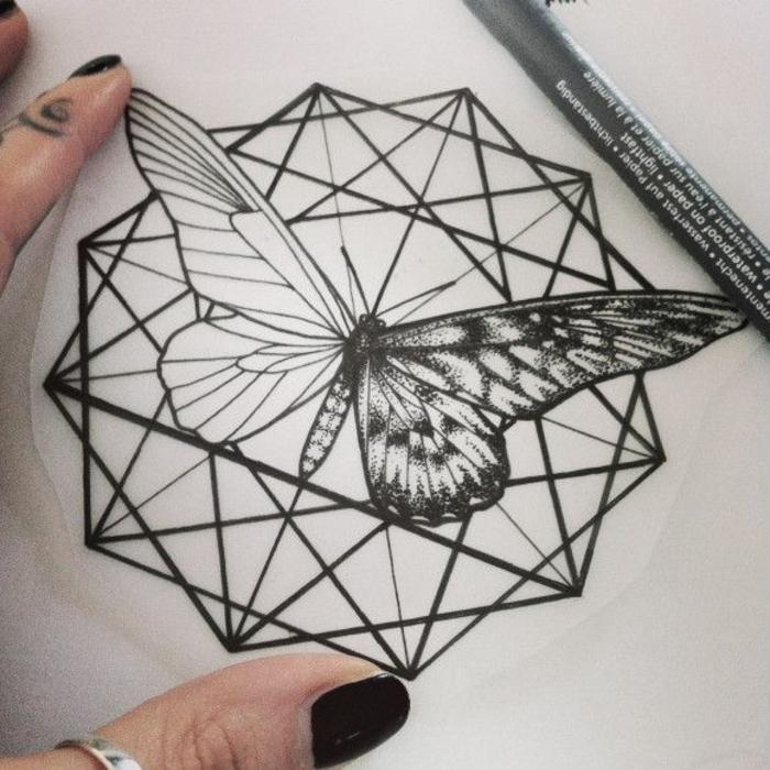 tatouage-geometrique-tattoo-signification-tatouage-en-ligne-papillon