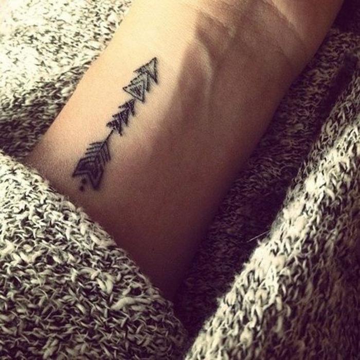 tatouage-geometrique-tattoo-signification-tatouage-en-ligne-petite