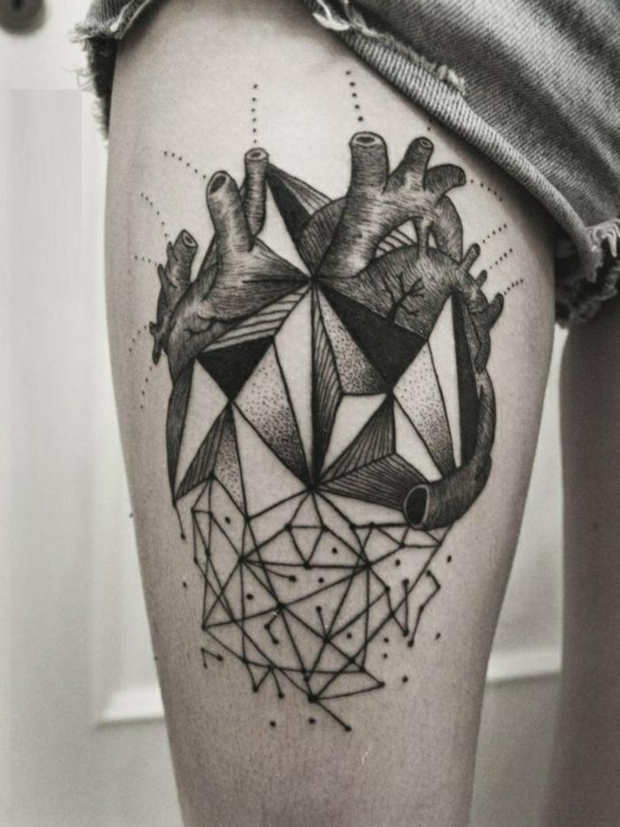 tatouage-significatif-symbolique-triangle-tatouage-6-mois-coeur