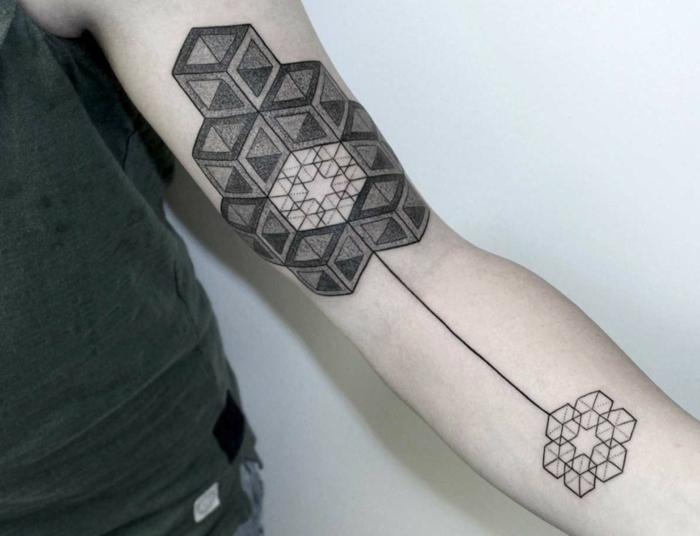 tatouage-significatif-symbolique-triangle-tatouage-6-mois-cool