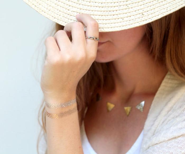 tatouage-significatif-symbolique-triangle-tatouage-6-mois-dorée