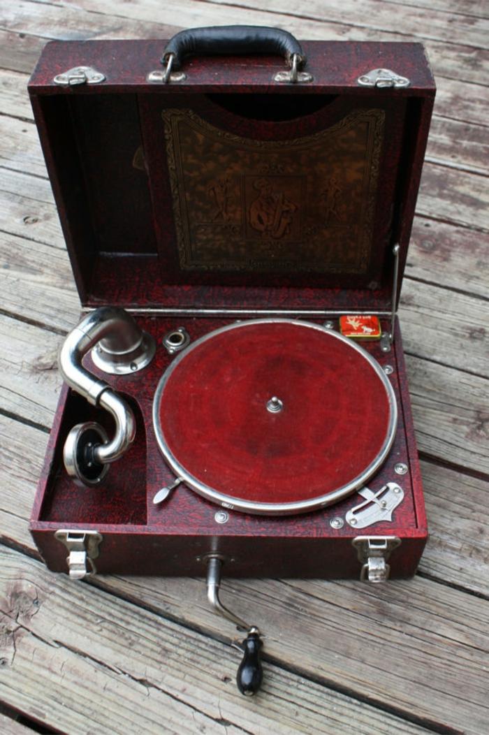 tourne-disque-vintage-antique