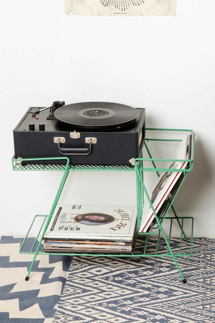 tourne-disque-vintage-avec-rangements-de-disques