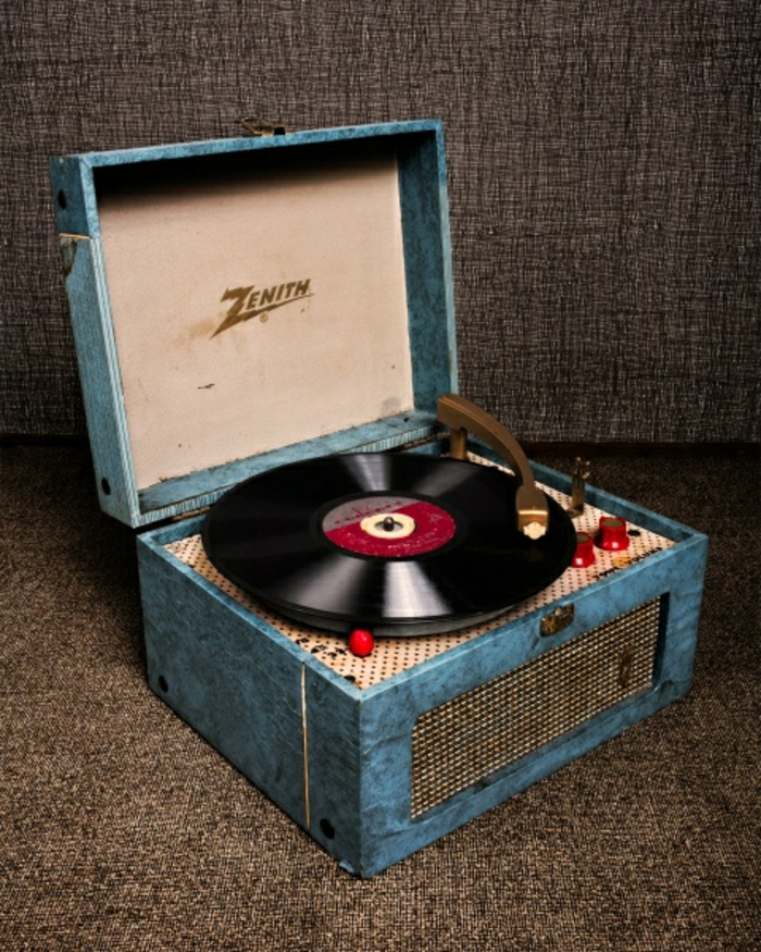 tourne-disque-vintage-bleue-boîte-tourne-disque-retro