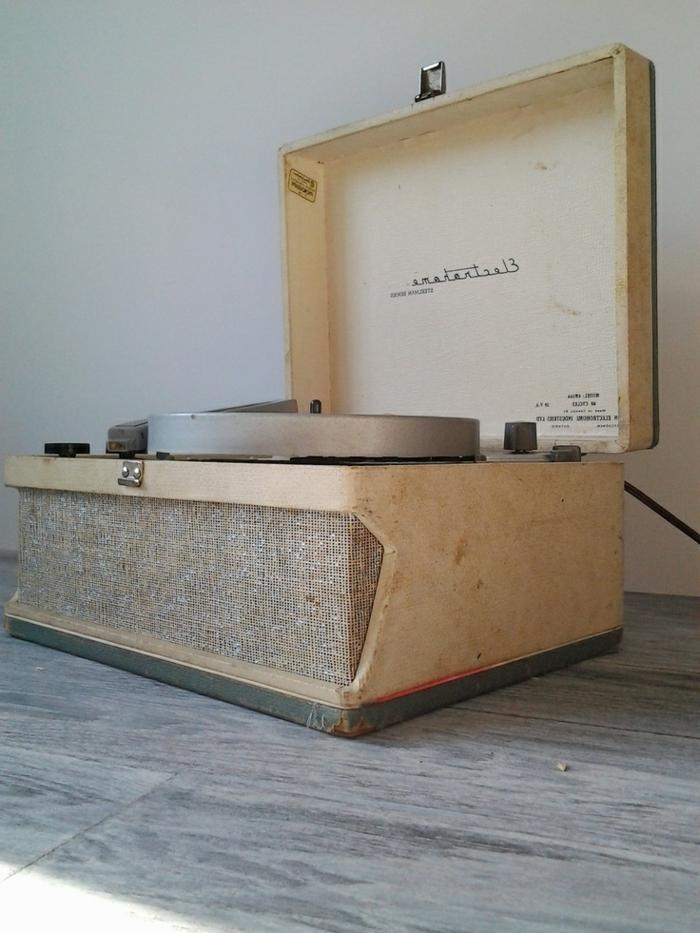 tourne-disque-vintage-boîte-en-bois