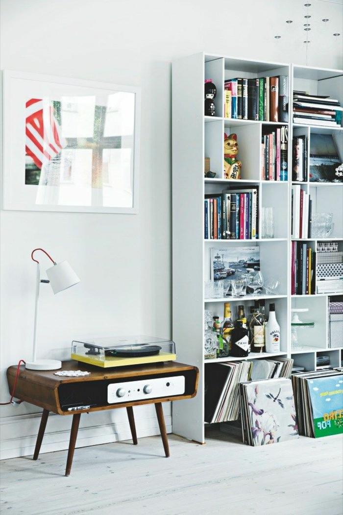 tourne-disque-vintage-console-scandinave-et-étagère
