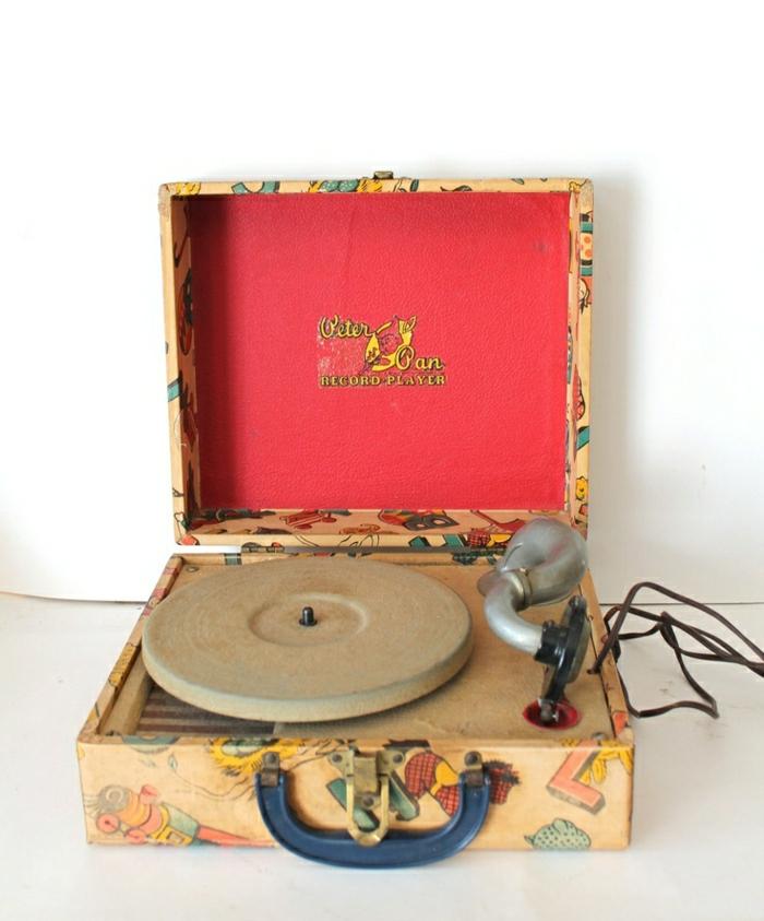 tourne-disque-vintage-design-magnifique