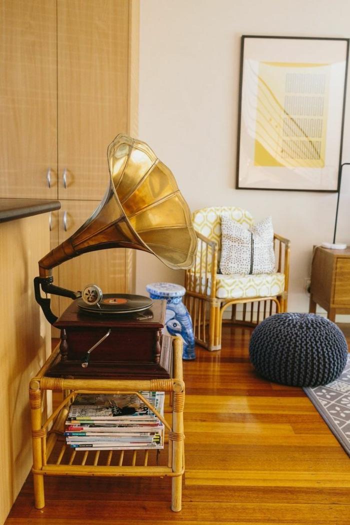 tourne-disque-vintage-gramophone-ancien