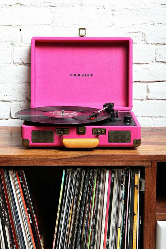 tourne-disque-vintage-super-décoratif-en-rose