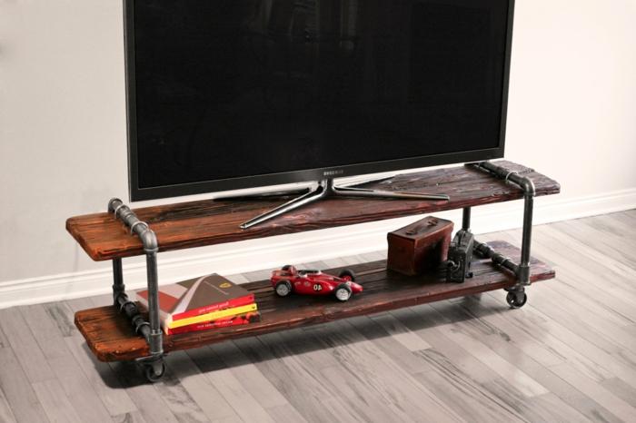 un-meuble-style-industriel-pour-le-télé-stylé