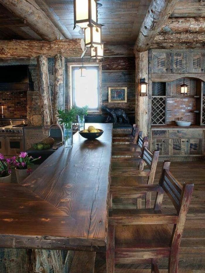 une-jolie-chalet-bois-habitable-maison-dans-la-montagne-meubles-en-bois-foncé-sol-en-parquet-massif-bar-de-cuisine-en-bois-massif