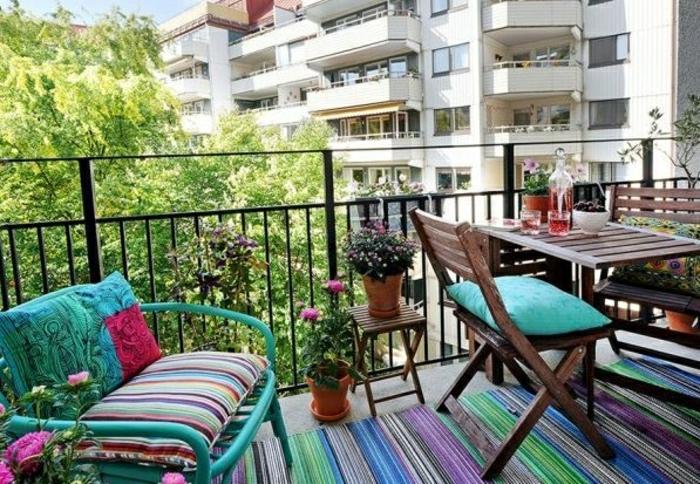 une-jolie-table-pliante-en-bois-pour-le-balcon-table-de-jardin-pliante-en-bois