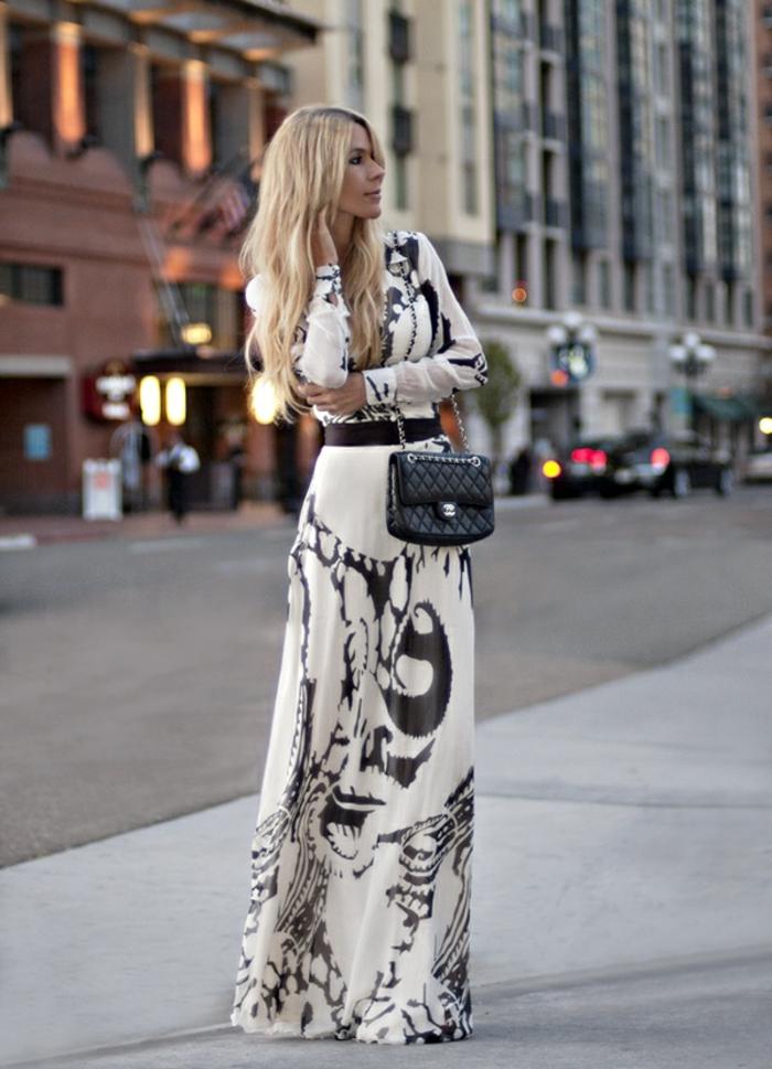 une-robe-longue-été-robe-longue-bustier-été-blanche-et-noire-sac-a-main-channel