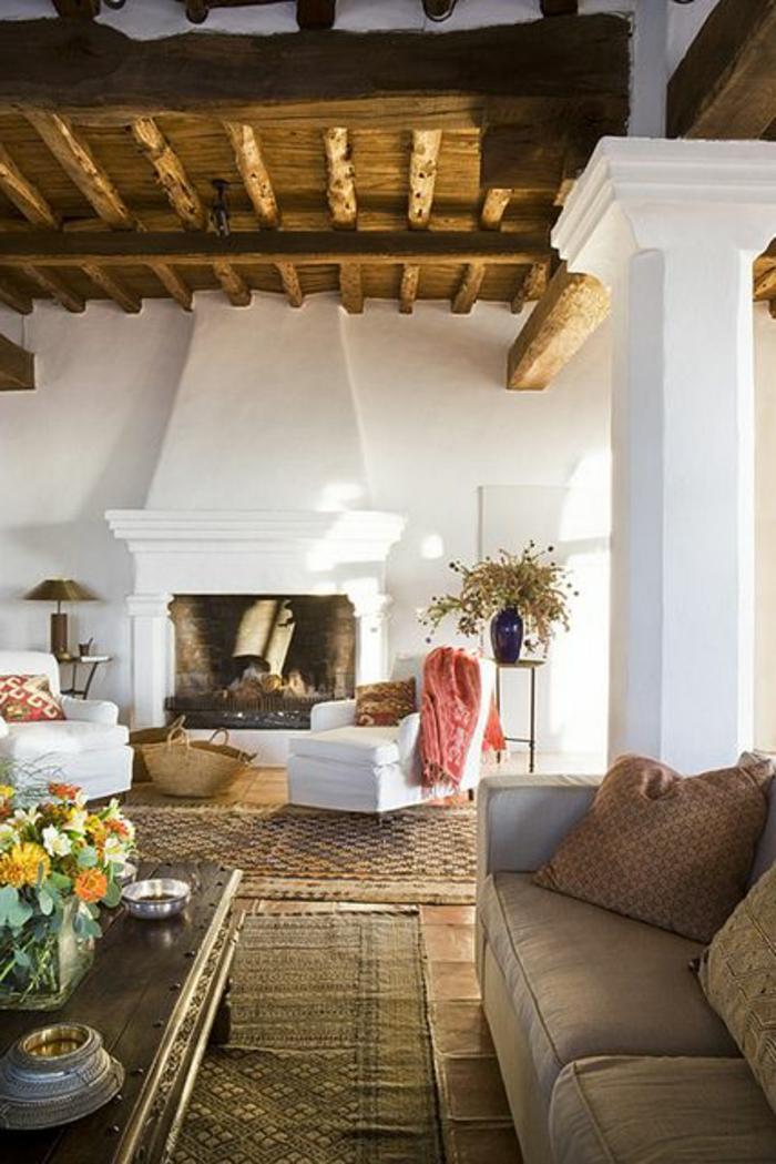 vaste-salon-moderne-chalet-en-bois-habitable-tapis-beige-canapé-beige
