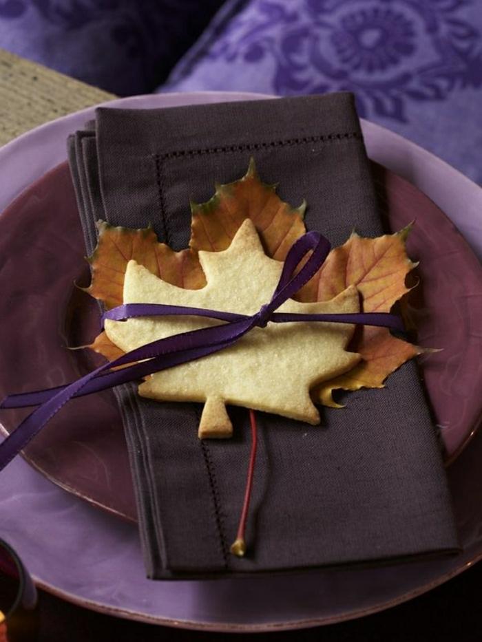 violet-set-de-table-coloré-violet-assiette-coloré-assiette-jetable-de-couleur-violet