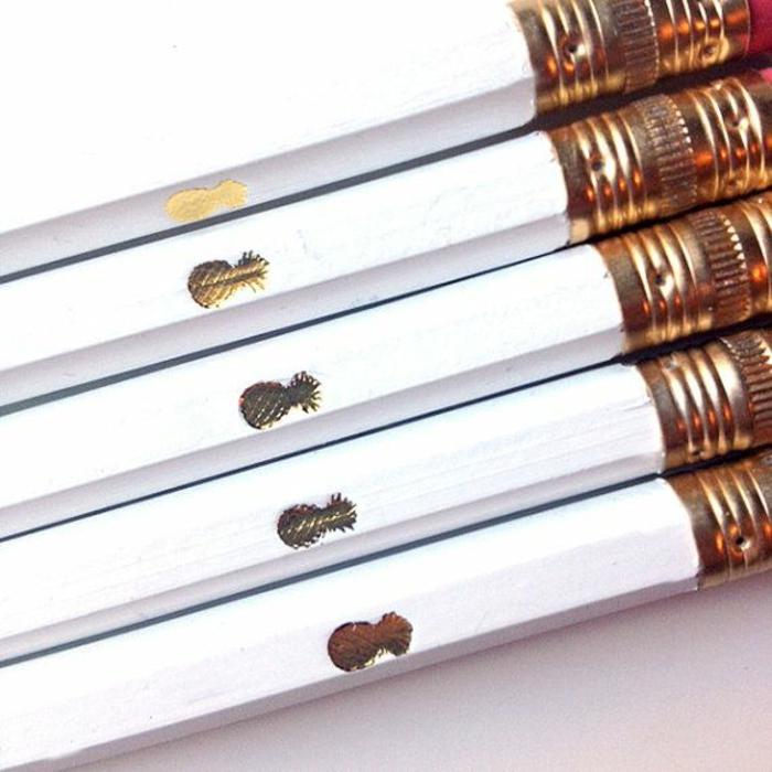 école-lycée-choses-pour-université-tout-dont-élève-a-besoin-cahiers-crayons-stylos-idées-créatives-pesronnalisation-crayons-dorées-resized