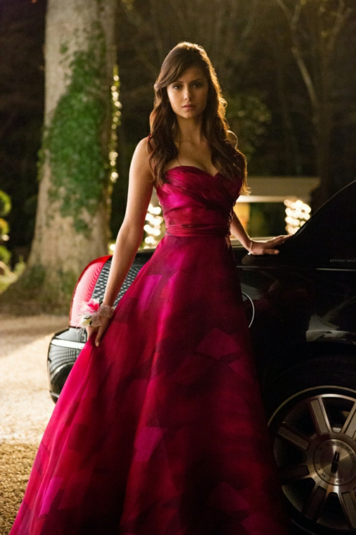 """The Vampire Diaries -- 'ÄúPictures of You'Äù -- Pictured: Nina Dobrev as Elena -- Image Number: VD419a_0571.jpg 'Ä"""" Photo: Bob Mahoney/The CW -- © 2013 The CW Network, LLC. All rights reserved."""