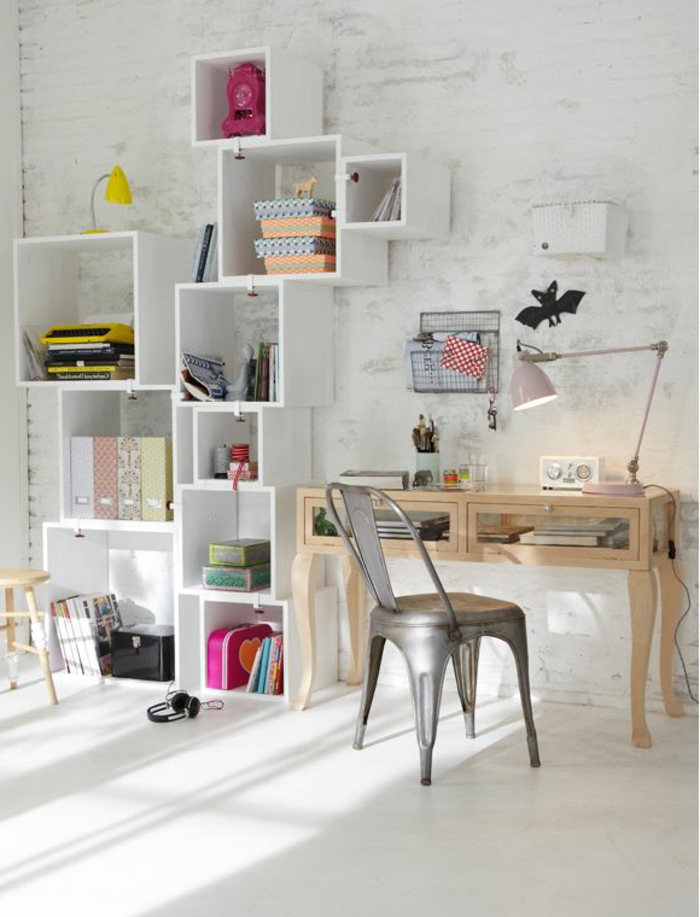 étagère-cube-rangement-modulaire-et-chaise-industrielle