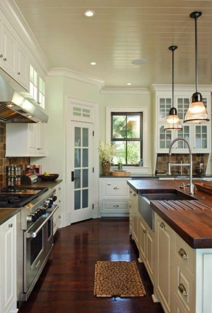 îlot-de-cuisine-en-bois-foncé-dans-la-cuisine-moderne-de-style-rustique-et-meubles-de-qualite