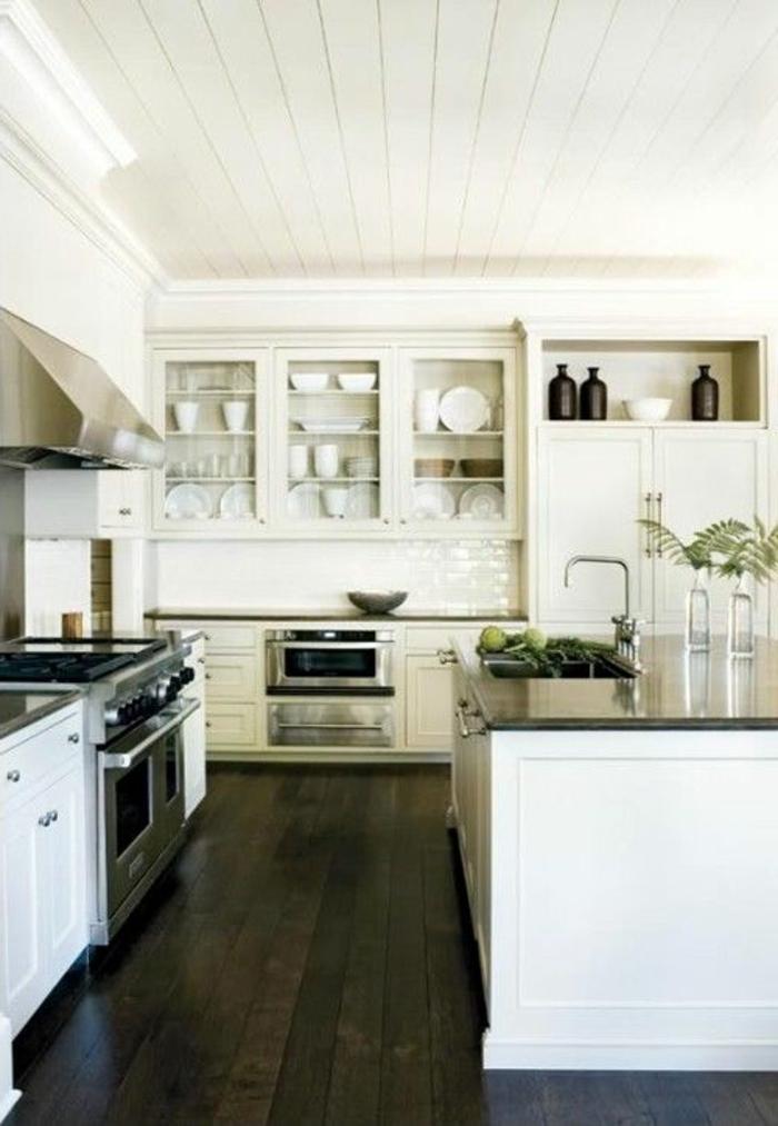 îlot-de-cuisine-en-marbre-noir-meubles-de-cuisine-de-qualité-plafond-en-planchers