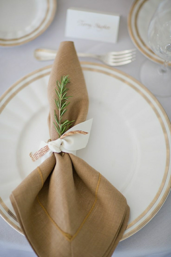 0-pliage-serviette-en-tissu-marron-foncé-set-de-table-élégant-pliage-de-serviette