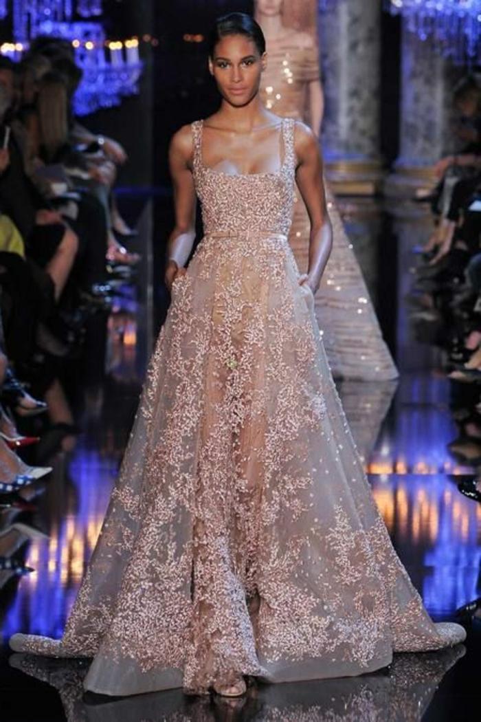 0-robe-fluide-habillée-de-couleur-beige-pour-les-filles-élégantes