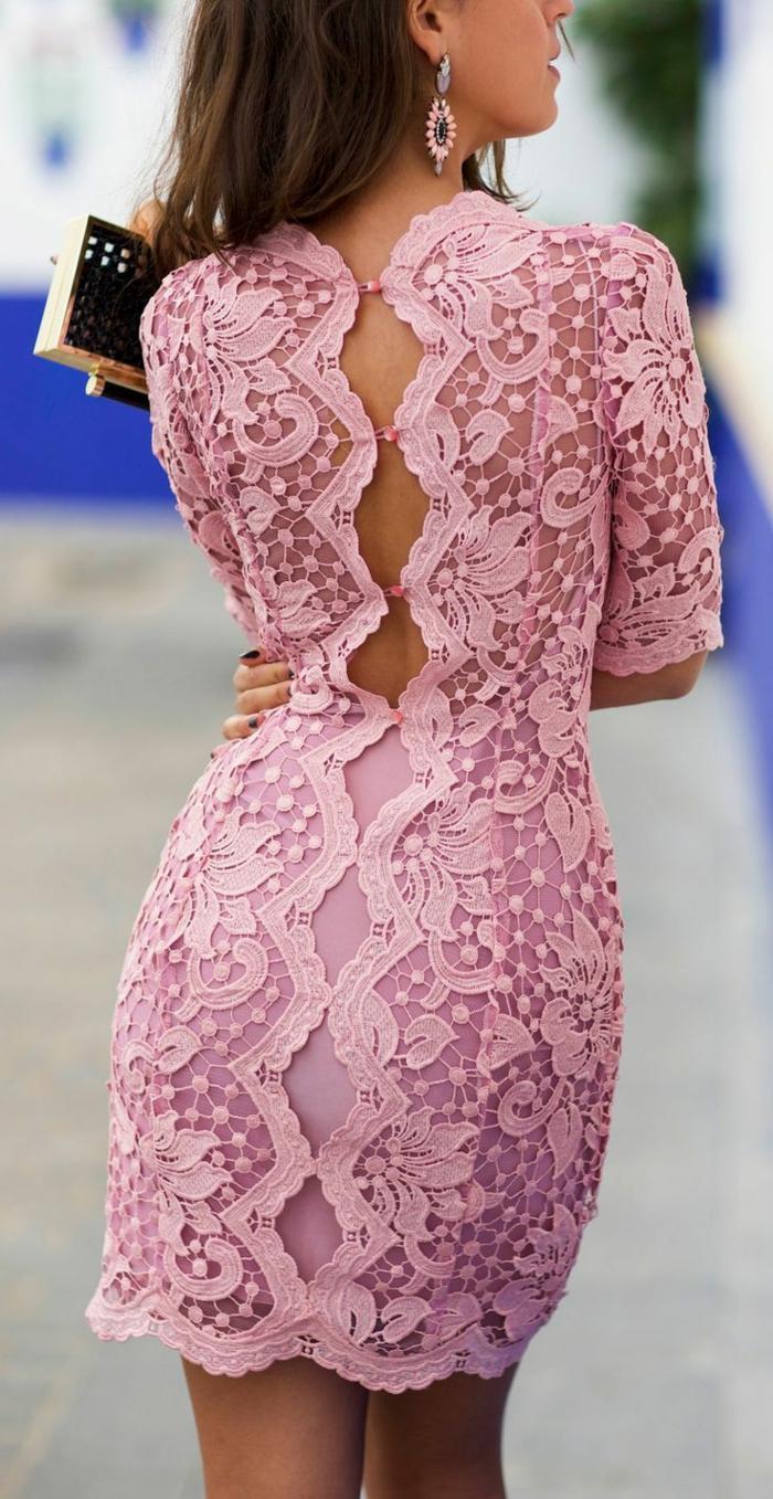 0-une-jolie-robe-longue-soiree-de-couleur-rose-avec-dos-en-dentelle-rose
