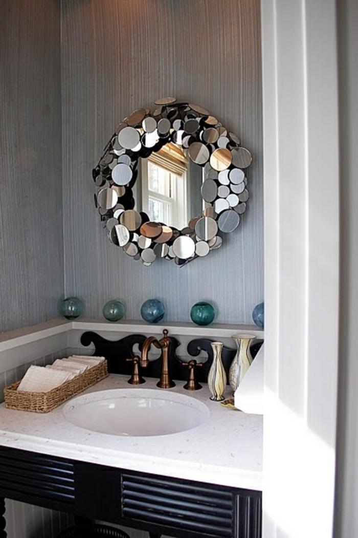 1-alinea-miroir-décoratif-dans-la-salle-d-eau-murs-gris-dans-la-salle-de-bain-moderne