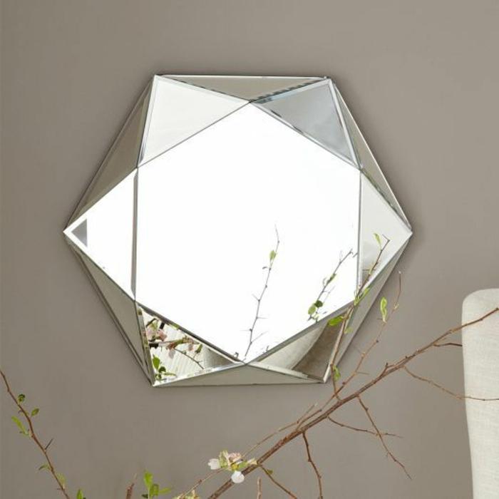 1-alinea-miroir-décoratif-dans-le-couloir-mur-beige-quel-type-de-decoratin-miroir-rond-ikea