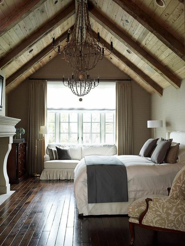 1-aménagement-de-combles-chambre-à-coucher-esprit-loft-sol-en-parquette-foncé
