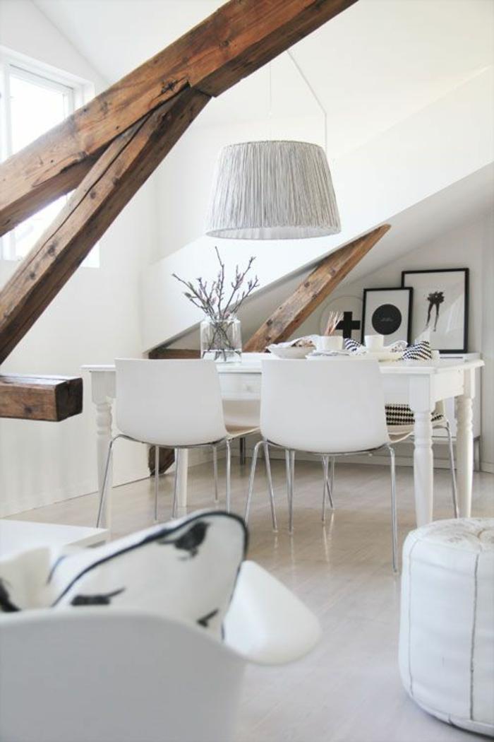 1-amenager-comble-salle-de-séjour-moderne-chaise-blanche-pour-la-cuisine