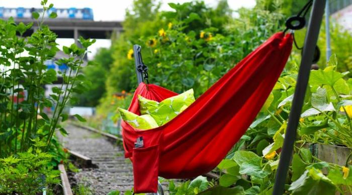 1-balancelle-de-jardin-hamac-sur-pied-hamac-castorama-rouge-meubles-de-jardin