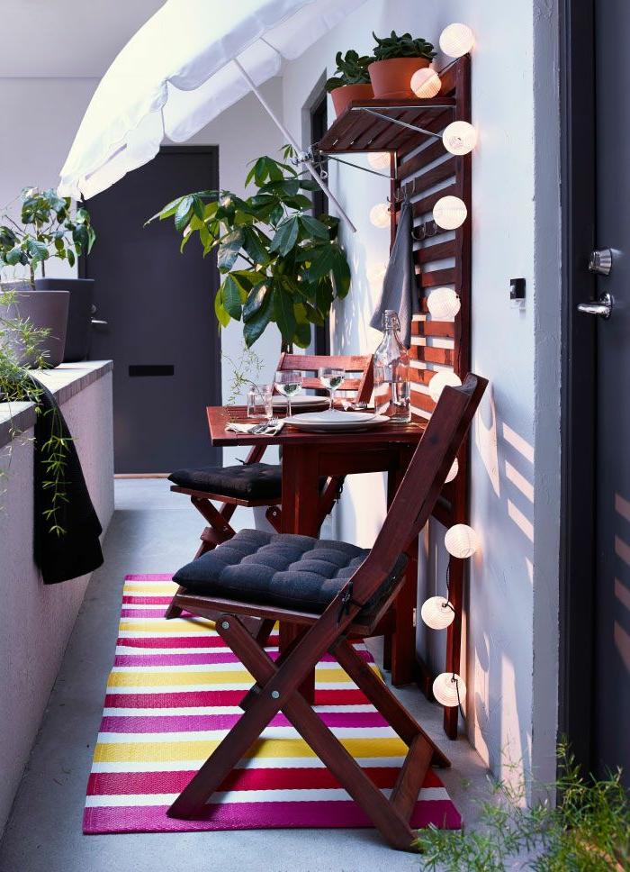 Le parasol de balcon en 50 variantes - Meubles pour petit appartement ...