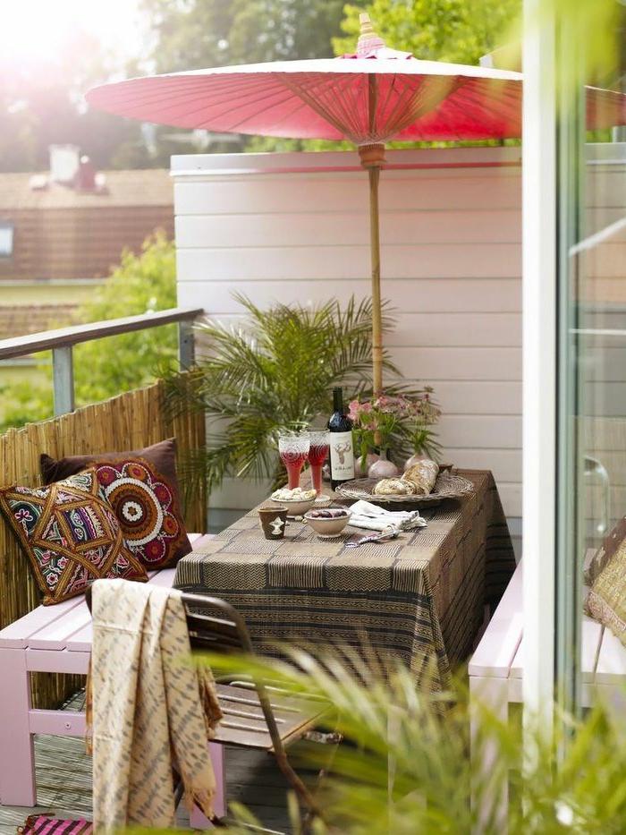 1-balcon-avec-parasol-d-extérieur-parasol-rouge-pour-le-balcon-de-la-maison