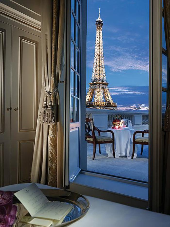 1-beau-paysage-depuis-votre-terrasse-en-france-paris-et-la-tour-eiffel