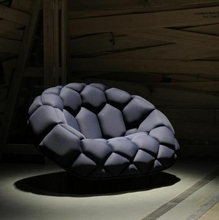 1-canapé-gonflable-noir-avec-un-design-moderne-qui-nous-a-inspiré