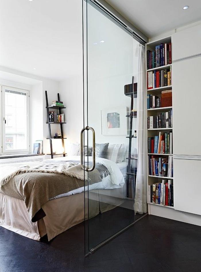 1-cloison-amovible-dans-la-chambre-à-coucher-lit-dans-la-chambre-a-coucher-porte-transparente