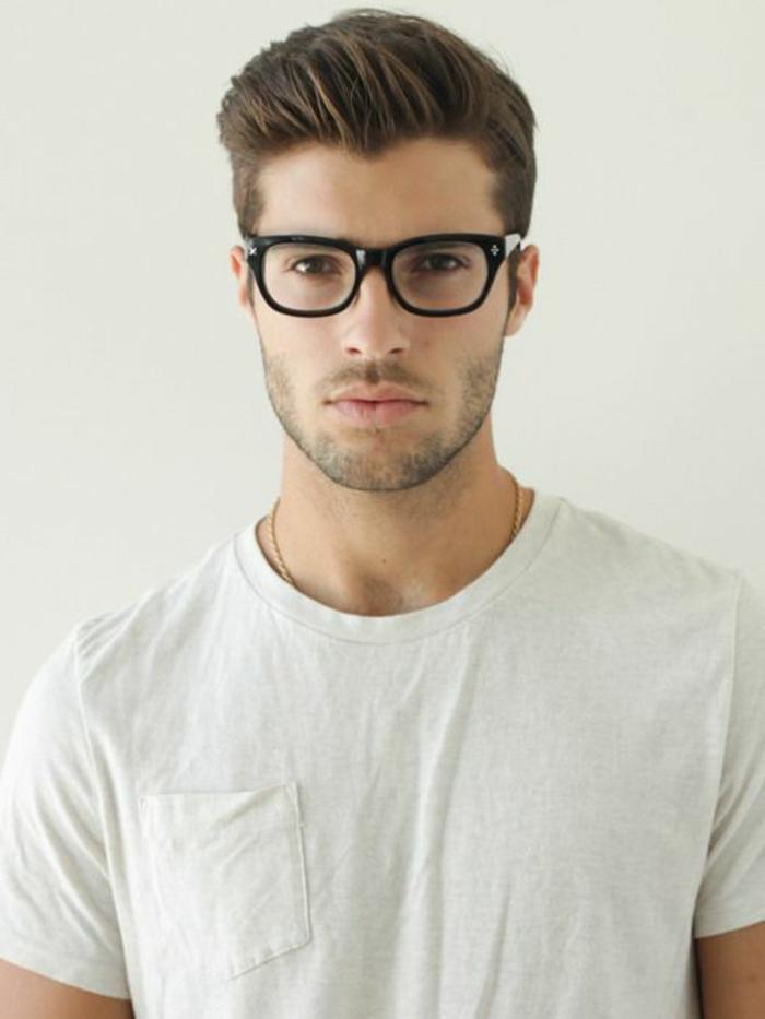 1-coiffure-homme-dégradé-cheveux-épais-homme-moderne-cheveux-bruns-lunette