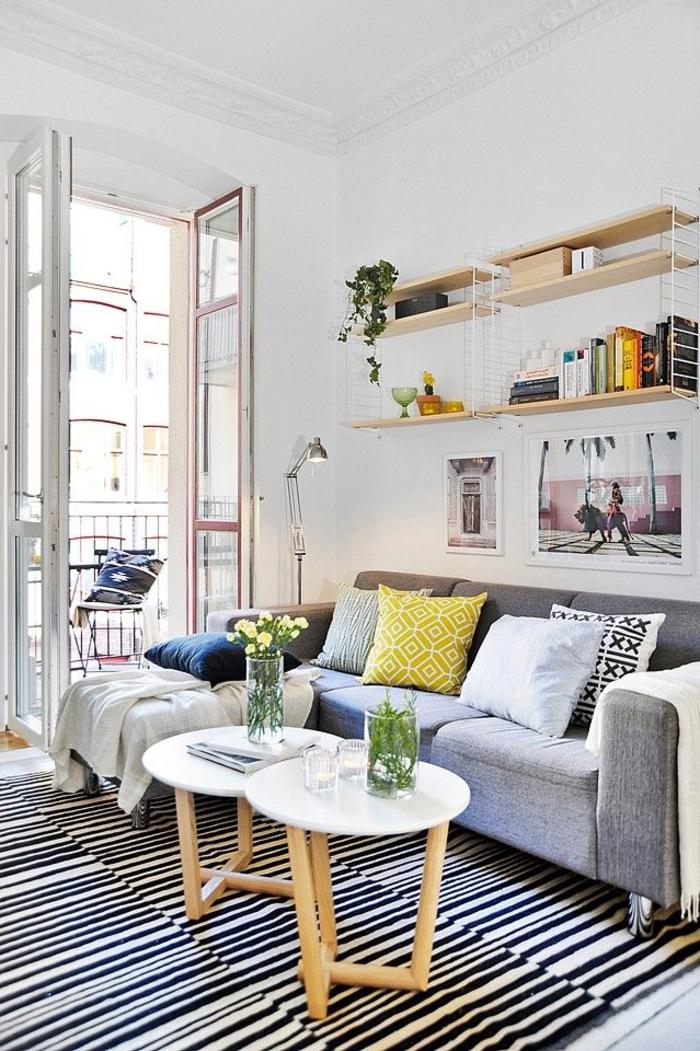 1-comment-choisir-le-plus-beau-tapis-alinea-pour-le-salon-à-rayures-blancs-noirs-table-de-salon