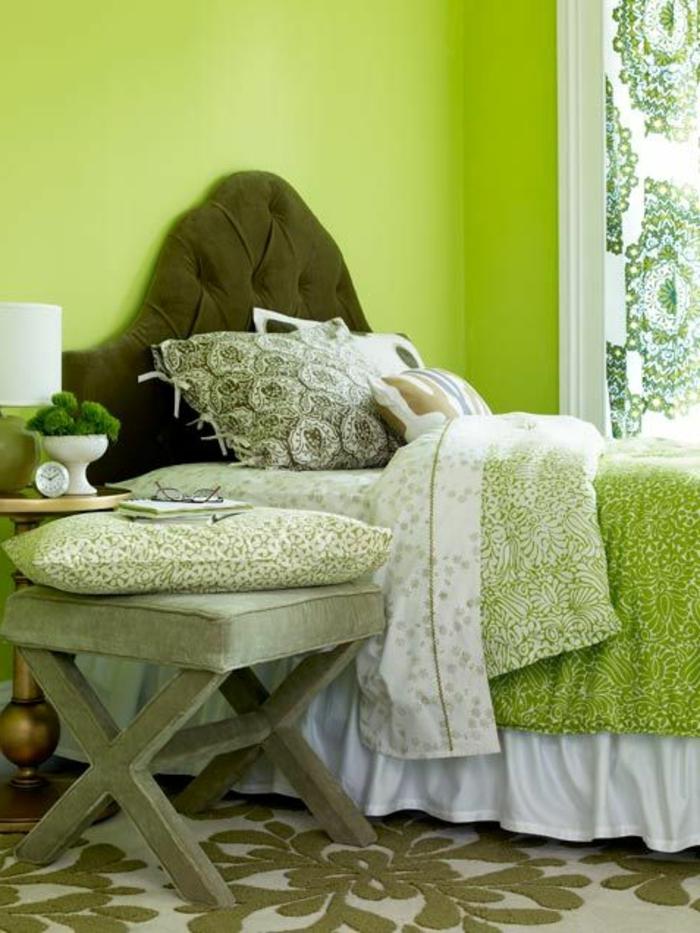 1-comment-décorer-sa-chambre-murs-verts-tapis-beige-vert-idée-déco-chambre-adulte