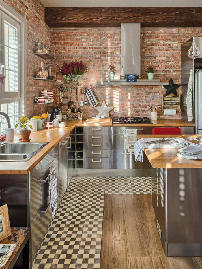 1-crédence-de-cuisine-en-bois-clair-meubles-de-cuisine-carrelage-blanc-noir-aménager-une-cuisine