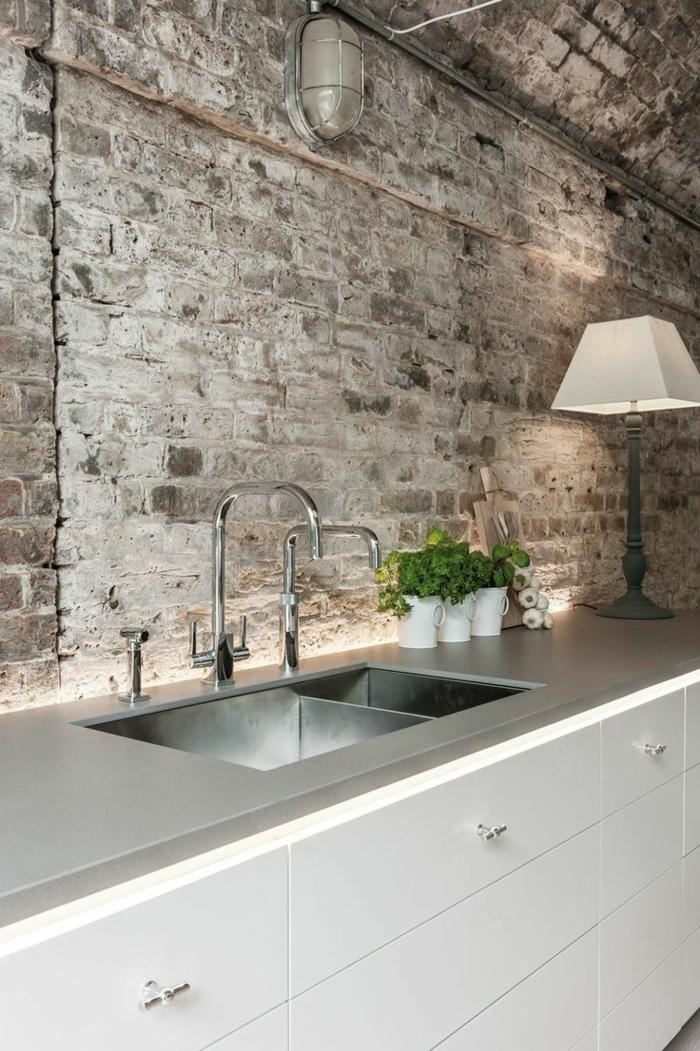 1-crédence-de-cuisine-pvc-gris-credence-ikea-pas-cher-cuisine-moderne-avec-mur-de-briques