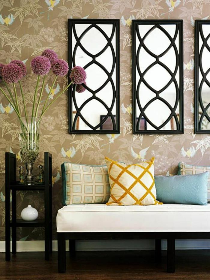 1-décoration-avec-miroirs-décoratifs-pour-les-murs-mur-beige-avec-miroir-canapé-beige
