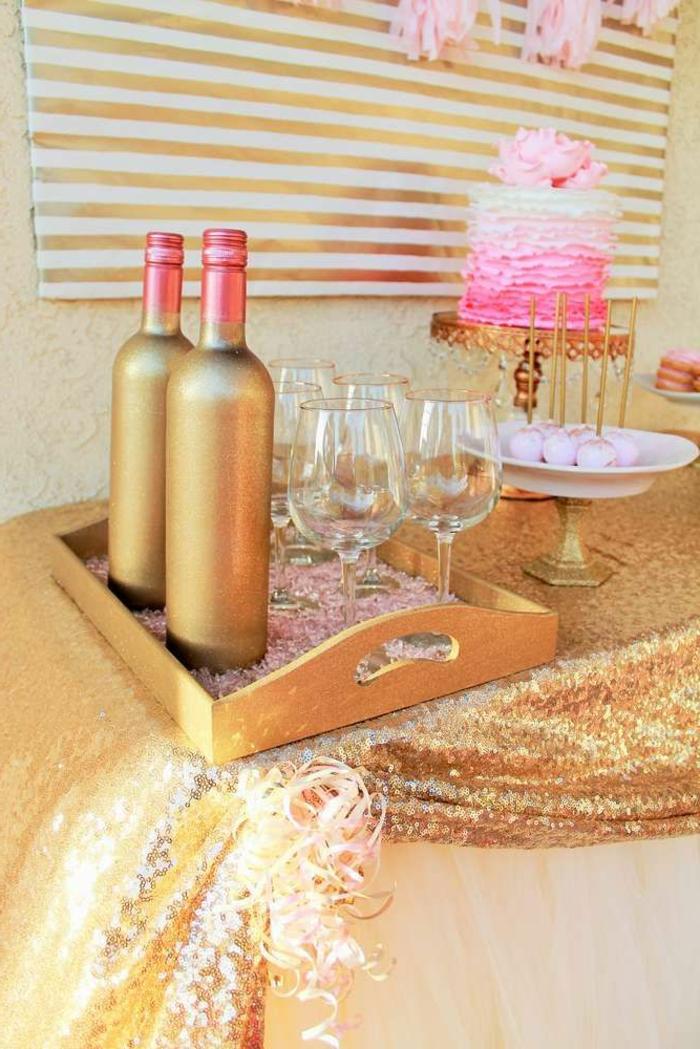 1-deco-fete-pas-cher-pour-une-anniversaire-fille-decorer-la-table-avec-une-nappe-doré