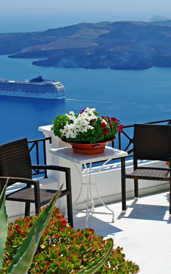 1-fleurir-son-balcon-avec-beaucoup-de-fleurs-idée-pour-aménager-le-balcon